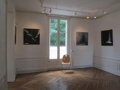 01 die malerin verena von lichtenberg ist mit ihren bildern und werken der galerien in saint jean le blanc bei orleans in frankreich