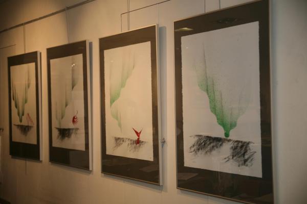 Les tableaux nord licht de Verena von Lichtenberg et Maurice Langaskens à la galerie Erasmus's Utopia Art Galerie