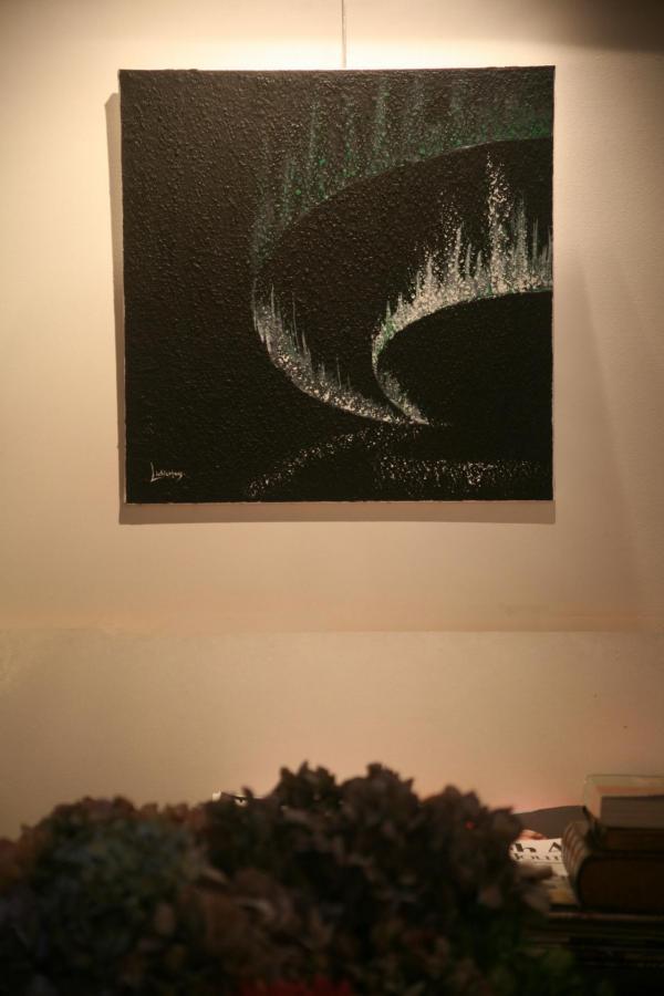 l artiste peintre verena von lichtenberg et maurice langaskens ils sont a bruges en belgique à la Galerie Erasmus Utopia