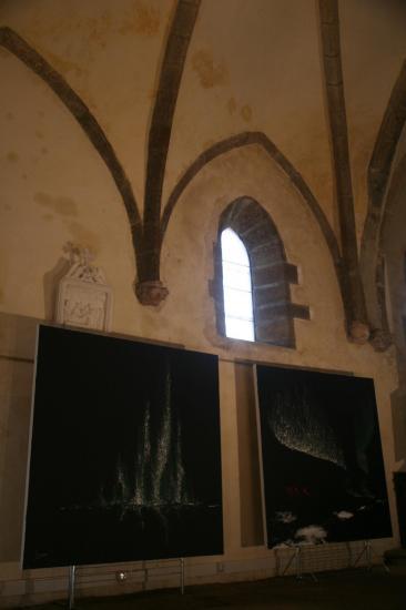 1 die kunstausstellung des malerin und kunstlerin verena von lichtenberg ihre bilder und grosse werke sind ind saulieu in der kirche st saturnin zu sehen