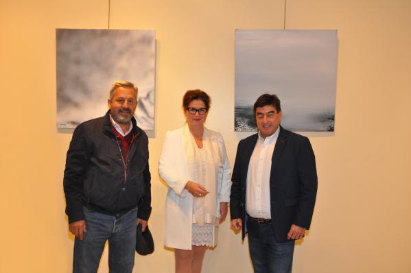 1 eine austellung der malerin verena von lichtenberg hier mit dem burgermeister miguel angel medranda rivas alcalde presidente valdemos alalpardo