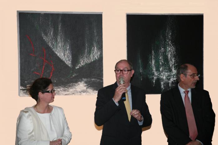 1 l artiste peintre verena von lichtenberg avec m salmon maire de crugny m pinon conseille general de la marne et m hannotin maire de jonchery
