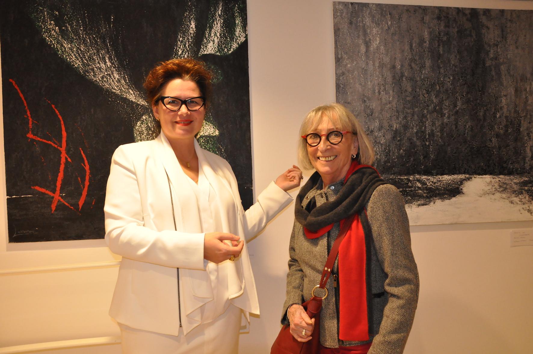 1 l artiste peintre verena von lichtenberg est a paris une exposition d art a l espace st martin beaubourg elle est au louvre grand palais a honfleur