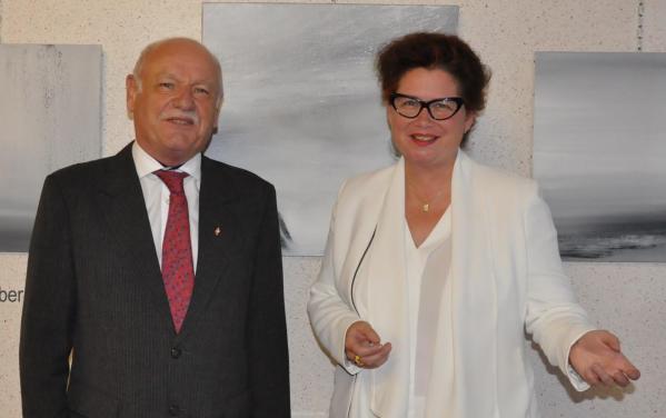 1 mr hannotin maire de jonchery sur vesle et l arriste peintre verena von lichtenberg une exposition d art en champagne