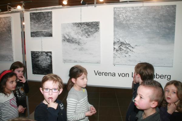 11 die ausstellung lumiere australe der malerin verena von lichtenberg eine besichtigung fur kinder