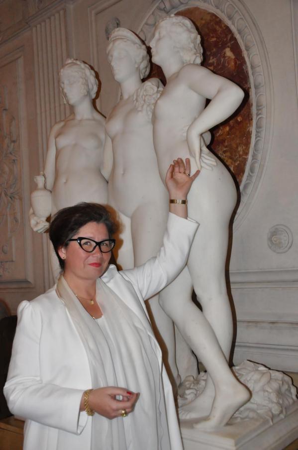 13 l artiste peintre verena von lichtenberg et ses soeurs les trois graces une exposition d art et de peinture du 8e me des tableaux et oeuvres d art chezjean d hauteuseur maire du