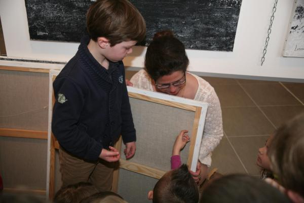 15 l artiste peintre verena von lichtenberg et l exposition d art lumiere australe avec les enfants des ecoles