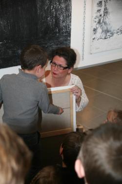 16 l artiste peintre verena von lichtenberg et l exposition d art lumiere australe avec les enfants