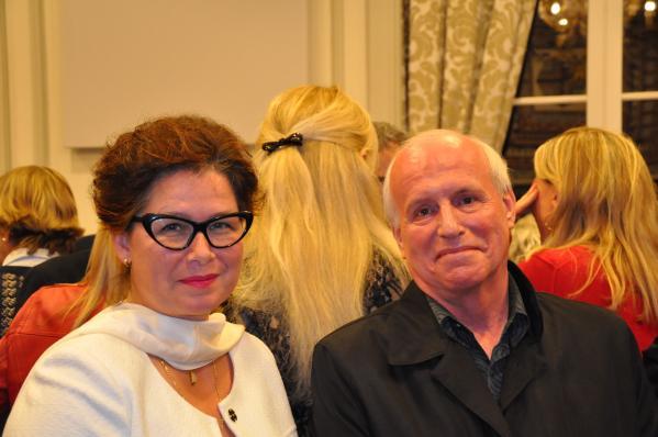 17 l artiste peintre verena von lichtenberg et michel canal adjoint au maire chatenay malabry une exposition d art et de peinture