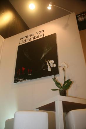 1e verena von lichtenberg une artiste peintreau carrousel du louvre a paris avec ses oeuvres d art nord licht
