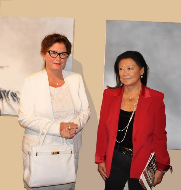 2 die malerin verena von lichtenberg und jeanne d hauteserre maire du 8e me arrondissement eine kunstausstellung in der eglise de la madeleine