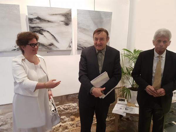 2 l artiste peintre verena von lichtenberg exposition d art galerie thuillier ici avec angel orensanz fondation orensanz et le pre sident de l acade mie arts science lettres franc