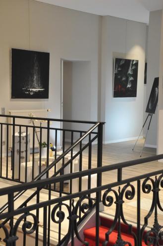2 verena von lichtenberg artiste peintre des tableaux au couteau acrylique du noir mais pas du soulage