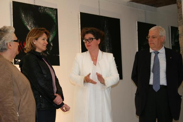 201 museum exhibition the painter verena von lichtenberg colette grossetete adjointe anne catherine loisier senatrice jean pierre pluyaud vice president a l exposition d art contra
