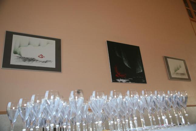 21 die austellung der malerin verena von lichtenberg ihre bbilder gemalde und werke der modernen kunst sind in der champagne
