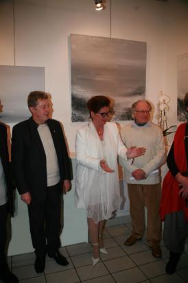 21 l exposition d art et de peinture de l artiste peintre verena von lichtenberg ici avec jean charles dorge president societe des poetes francais et michel beral poete