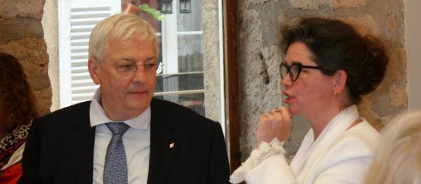 220 die kunstausstellung der malerin verena von lichtenberg in der bourgogne jean pierre pluyaud vice president de la casqy de saint quentin en yvelines