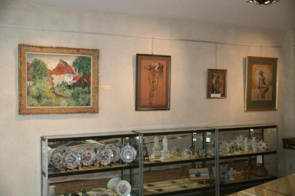 maurice langaskens and the painter verena von lichtenberg in brugge at the erasmus s utopia art gallery