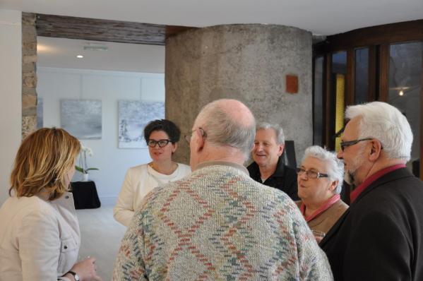 26 vvl anne catherine loisier senateur maire de bourgogne et l artiste peintre verena von lichtenberg a la galerie d art du musee pompon en bourgogne