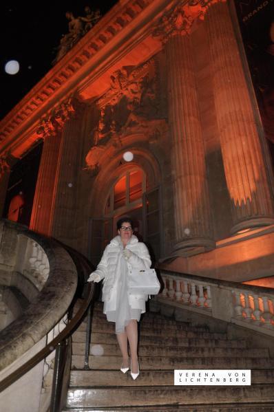 38 verena von lichtenberg die kunstlerin ist in paris mit ihren neue bildern wercken une gemalden eine ausstellung im grand palais