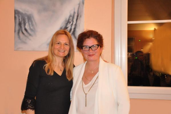 41 karin et l artiste peintre verena von lichtenberg en champagne une exposition d art avec des oeuvres lyrique 1