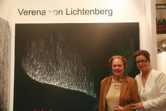 7b verena von lichtenberg artiste peintre et celia huet artiste a paris au carrousel du louvre