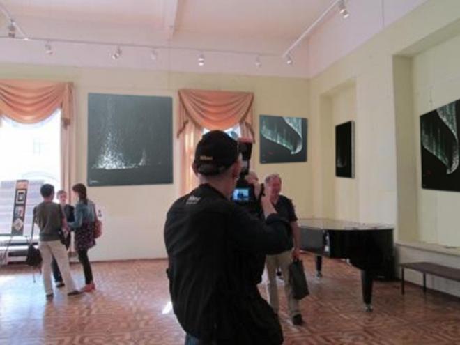 A moscou une exposition d art avec les tableaux de peinture de verena von lichtenberg artiste peintre a paris