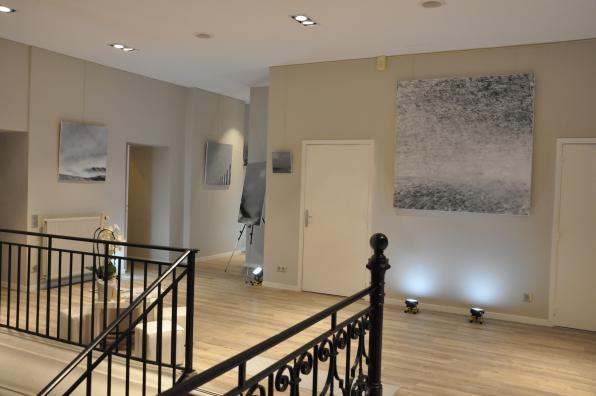 Au chateau de buc versailles une exposition d art et de peinture de l artiste peintre verena von lichtenberg ses tableaux et oeuvres d art en galeries et en musees