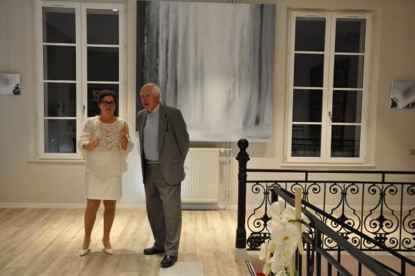 Buc versailles une exposition d art au chateau verena von lichtenberg et le pere de la 1er adjointe au maire juliette espinos une exposition d art et de peinture