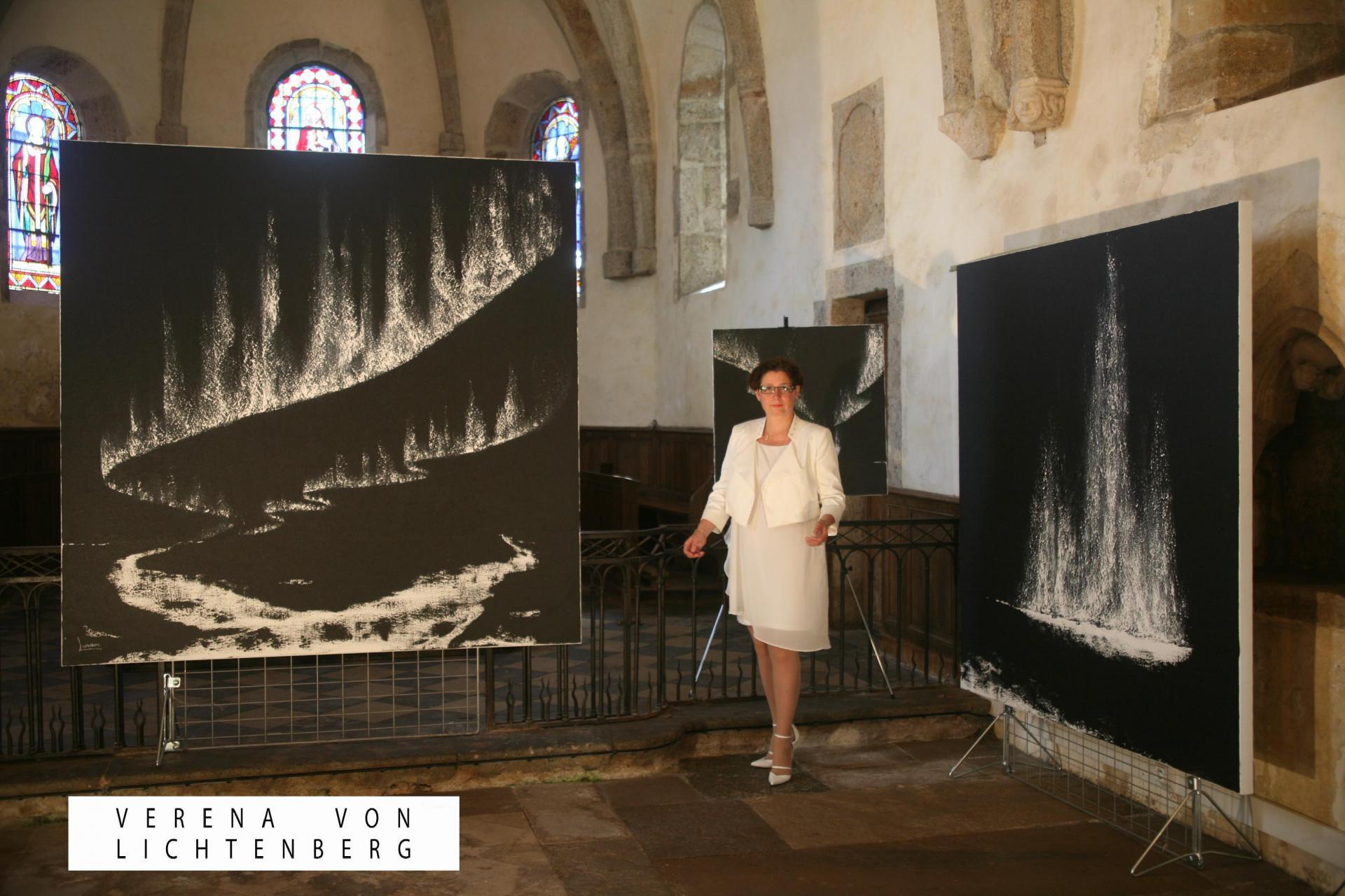 In der bourgogne die malerin und kunstlerin verena von lichtenberg mit der ausstellung nord licht eingeladen von anne catherine loisier senateur maire