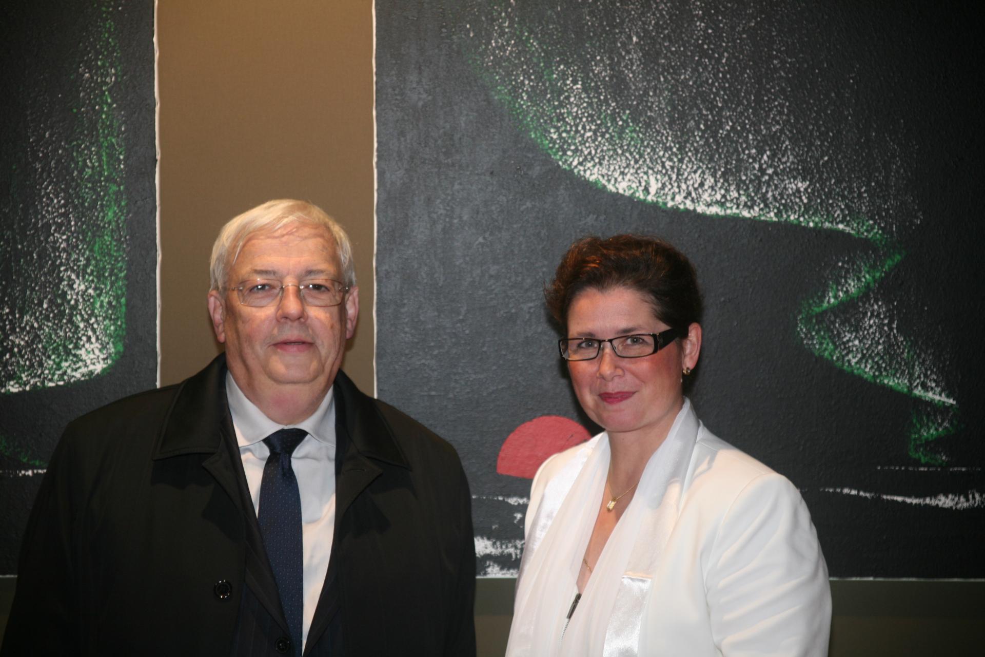 Jean pierre pluyaud adjoint au maire de montigny et vice president de la communaute d aglomeration avec l artiste peintre verena von lichtenberg