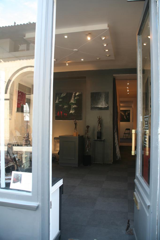 l 39 artiste peintre verena von lichtenberg est paris au quartier saint germain des pr s avec l. Black Bedroom Furniture Sets. Home Design Ideas