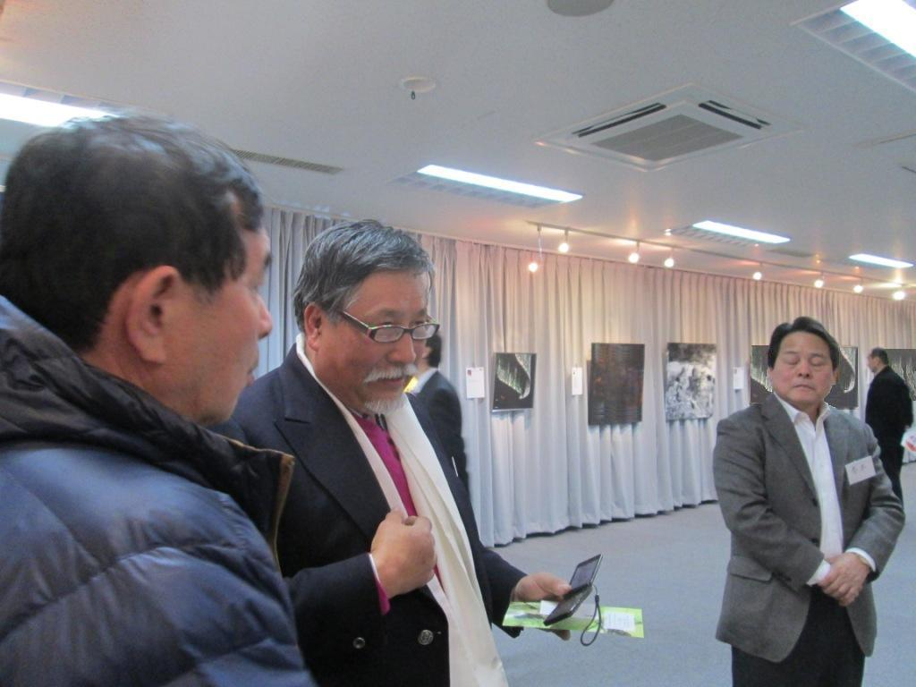 L artiste peintre verena von lichtenberg est avec son exposition d art au japon au musee takamatsu