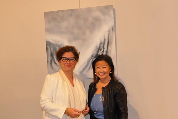 L artiste peintre verena von lichtenberg et jeanne d hauteserre maire de paris 8e me une exposition d art et de peinture ici les oeuvres lumie re australe