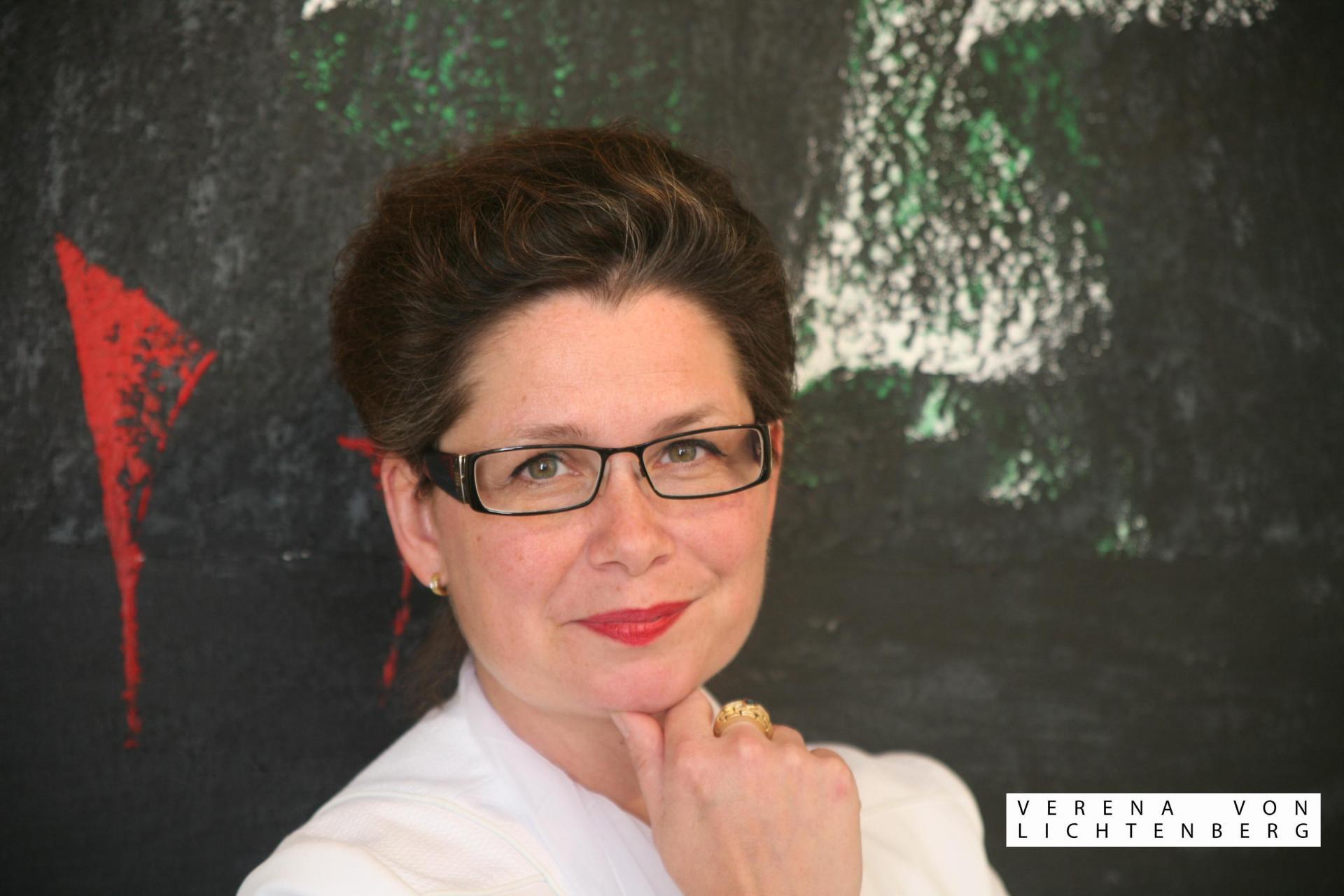 L exposition d art de l artiste peintre verena von lichtenberg est a tokyo des tableaux et oeuvres d art en galeries et en musees