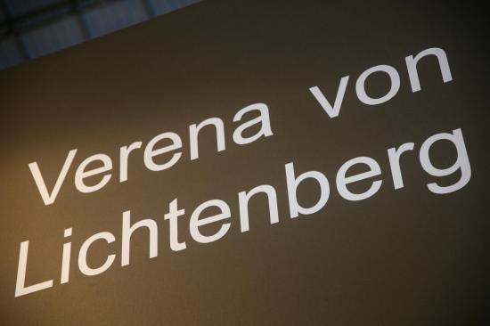 Le nom de l artiste peintre verena von lichtenberg elle est au grand palais a paris avec ses oeuvres d art
