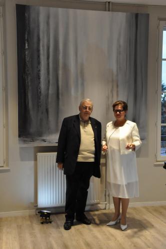 M jean pierre pluyaud vice predident de la communaute d aglomeration de saint quentin et l artiste peintre verena von lichtenberg