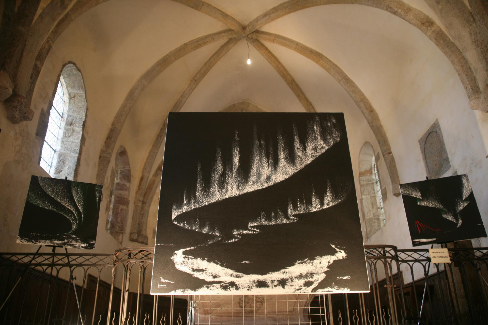 The painter verena von lichtenberg and her exhibition nord licht in saulieu in the st saturnin church