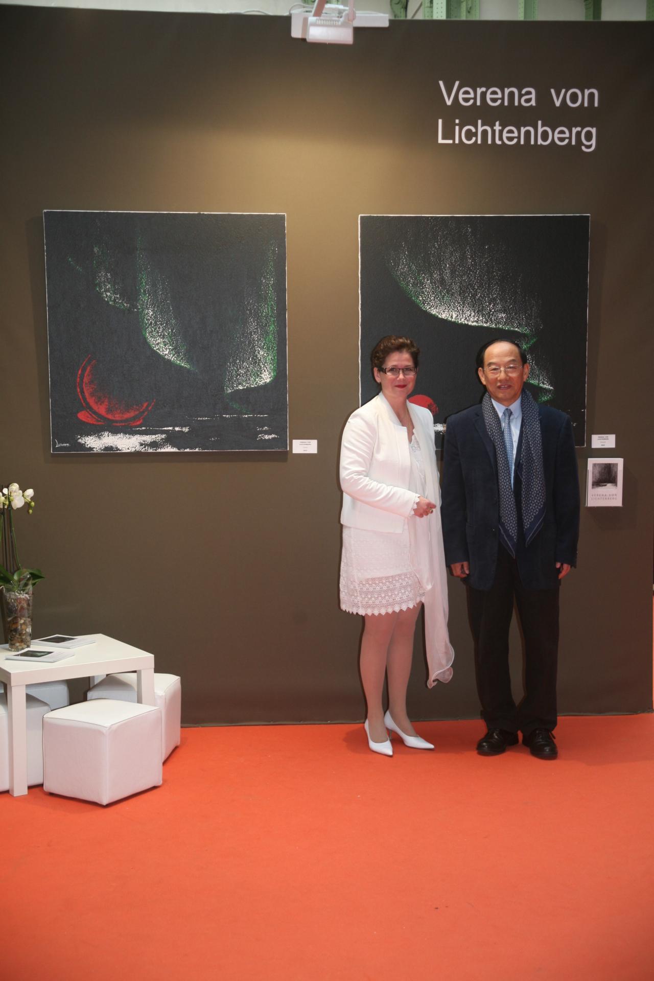 Verena von lichtenberg artiste peintre et han yuchen depute de l assemble populaire de chine membre honnoraire du comite d art de peinture